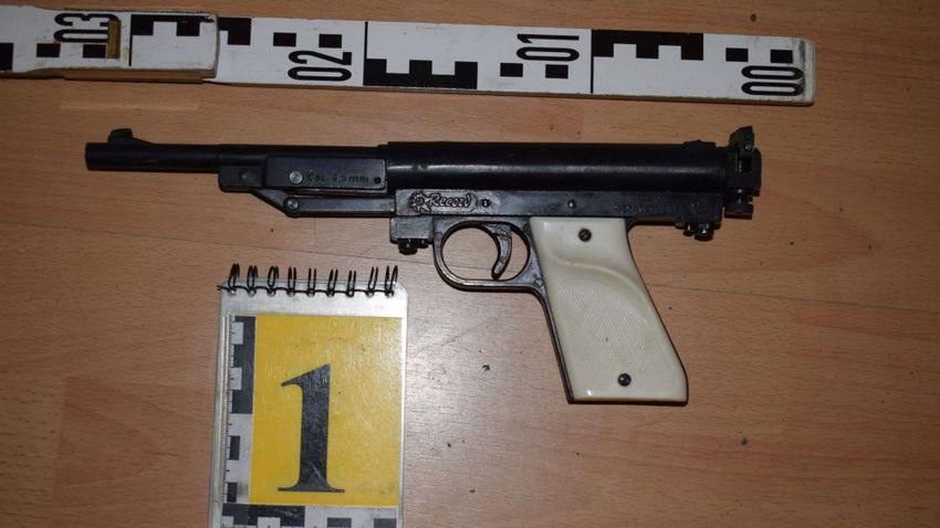 Elfogták a szilveszteri fegyveres-vetkőztetős rablás elkövetőit