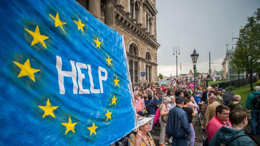 Hazugsággyűjteménnyel kampányolnak Brüsszelben
