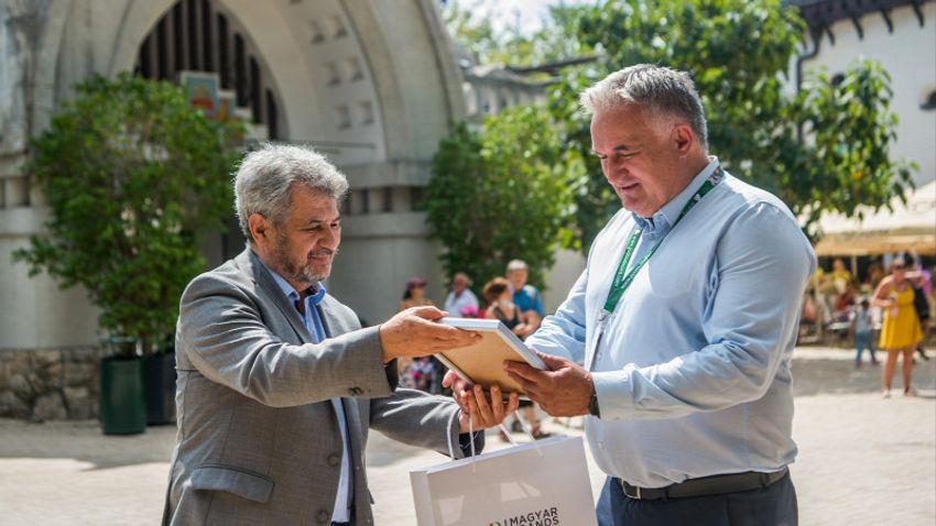 Csalással gyanúsítják a Fővárosi Állat- és Növénykert főigazgatóját