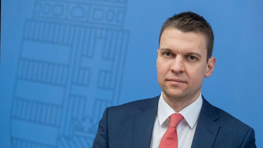 Menczer Tamás cáfolta a baloldali hírportálok vádjait