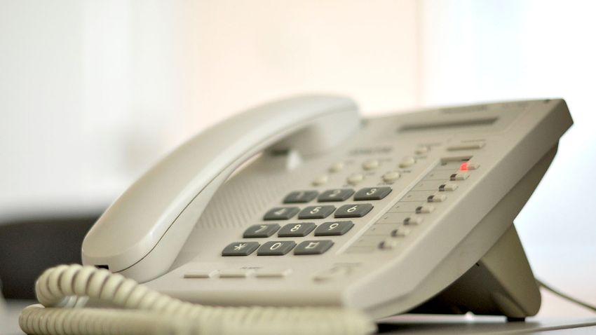 A lakosság fele használ még vezetékes telefont hazánkban