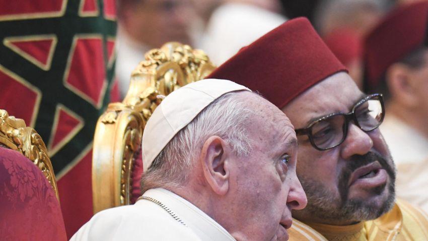 Pápább a pápánál