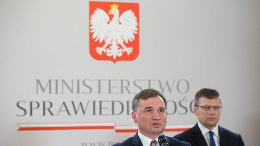 Varsó szerint a nemzeti jogot kell elsődlegesnek tekinteni