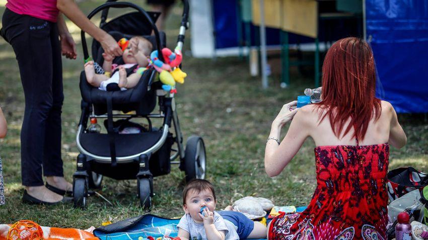 A magyarok több gyermek születésétől várják a biztosabb jövőt