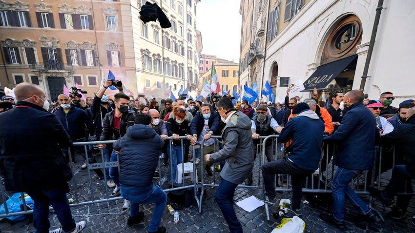 Erőszakosan tüntettek a vállalkozók Olaszországban