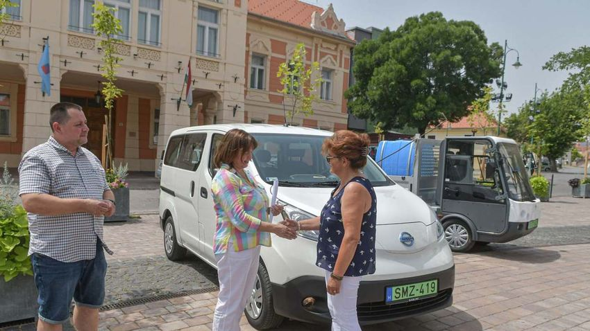 """Újabb elektromos autókkal bővült Szekszárd """"zöldflottája"""""""