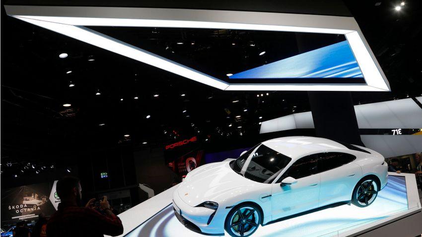 Világrekord távon driftelt a Porsche Taycan + videó