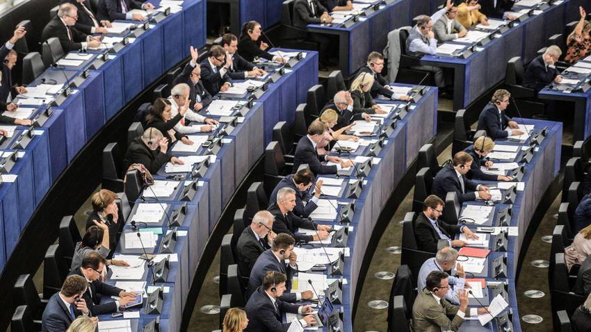 Állásfoglalásban bírálta az EP a lengyel jogállamiságot