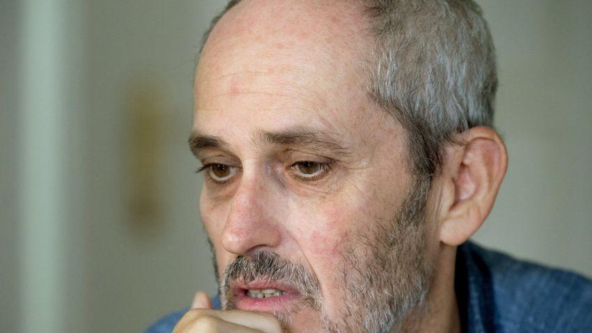 Szász János megtagadta a kért adathordozó átadását