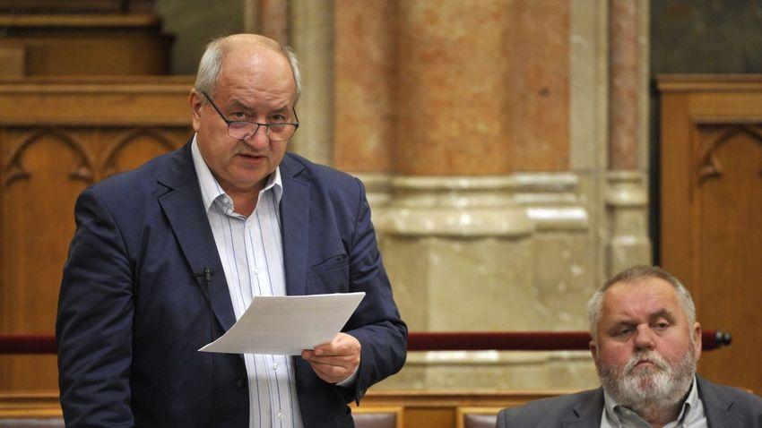 Korózs Lajos méltatlan a népjóléti bizottság vezetésére