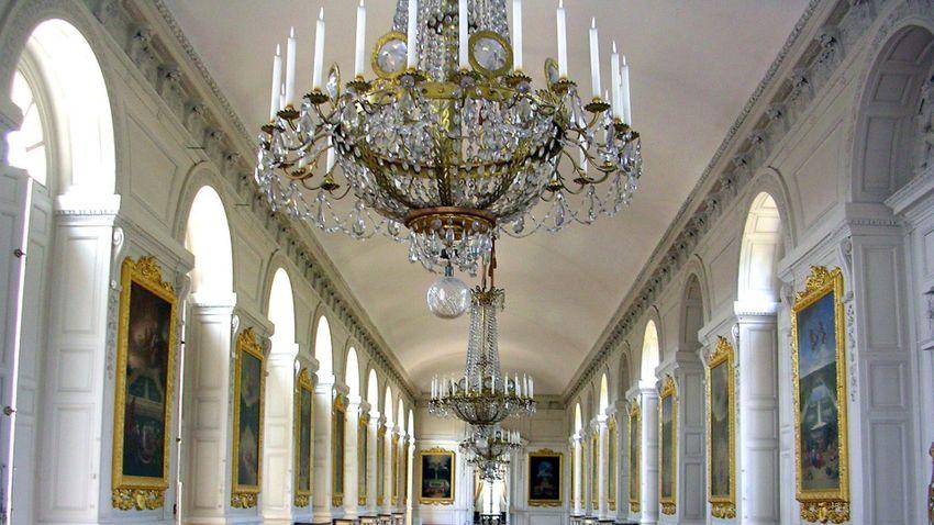 Felújítják a királyi kápolnát és a király sarokszobáját a versailles-i kastélyban