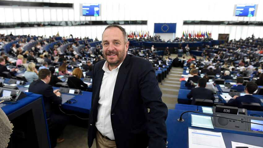Hölvényi György: Az EU nem hitegetheti az afgánokat
