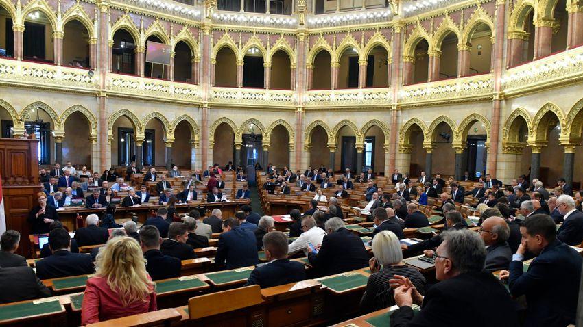 Rendkívüli ülésen döntenek a járvány miatti uniós hitelfelvételről