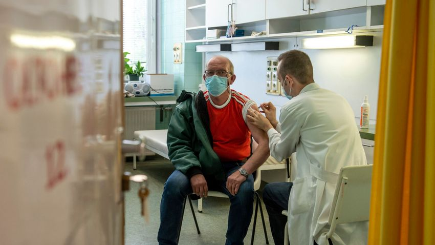 Már a magyarok 64 százaléka védett a vírus ellen