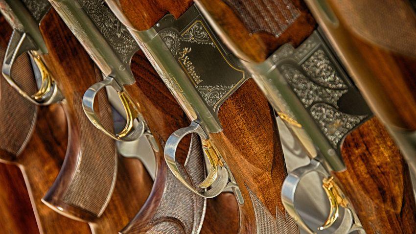 Kiselejtezett fegyvereket alakít át hangszerré egy szobrászművész