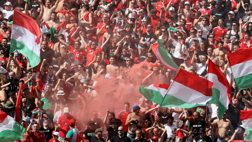 Többek között az LMBTQ-ellenes molinó miatt büntetett az UEFA