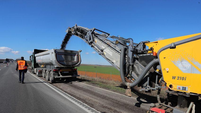 Küszöbön áll az M1-es autópálya hatsávosra bővítése
