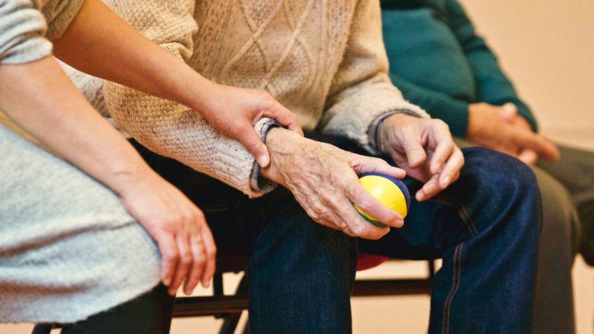 Idősotthon vagy otthonápolás? Hogyan döntsünk jól?