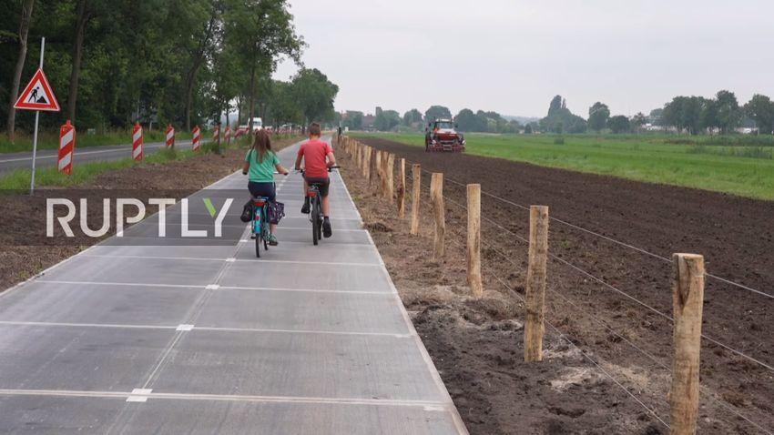 Megnyitották a világ leghosszabb, napelemekből álló kerékpárútját