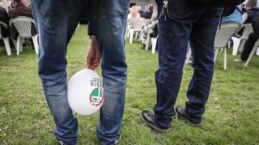 Csak magyarázkodik a Jobbik Tóth Péter ügyében