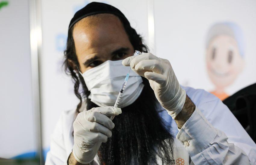 Minden 12 évesnél idősebb izraeli kérheti a harmadik oltást