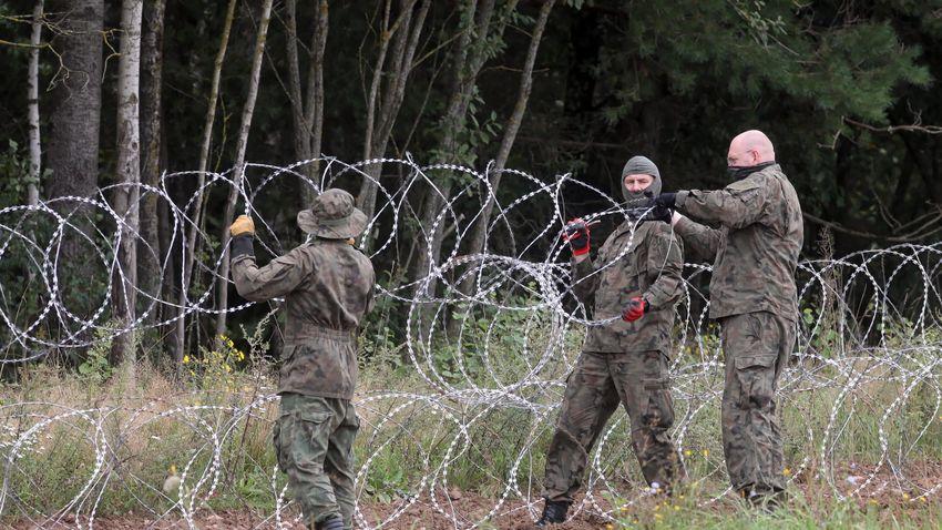 Lengyelország befejezte a határkerítés megépítését