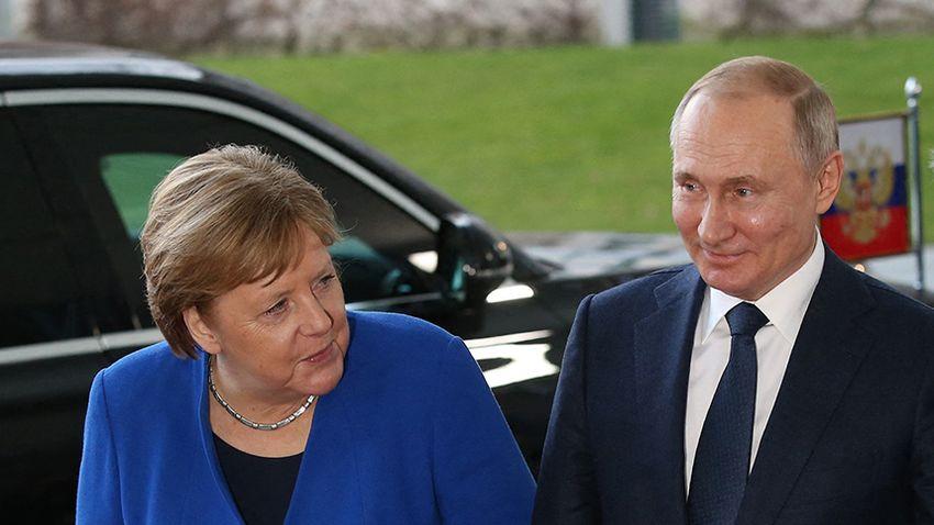 Merkel búcsúlátogatást tesz Putyinnál