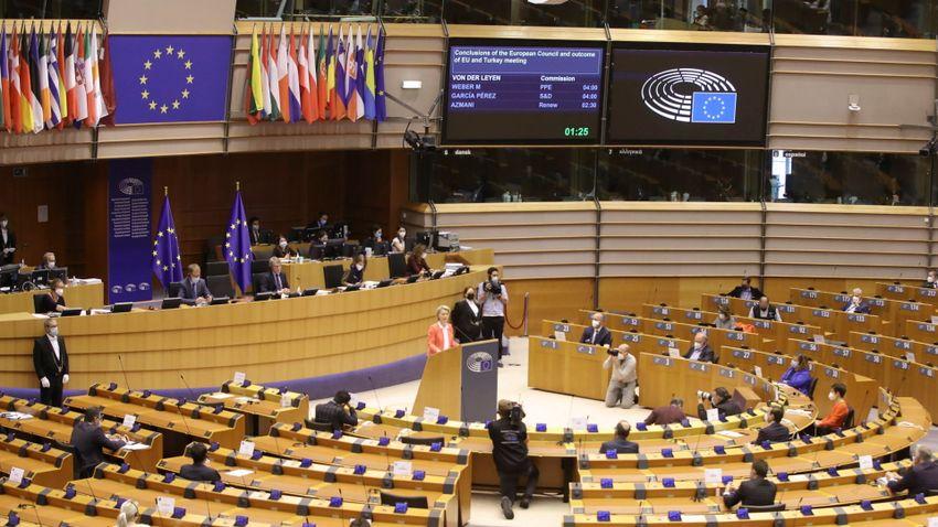 Visszakapja a Fidesz a szakbizottsági helyeit az EP-ben