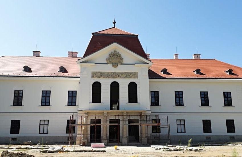 Képgalériát osztottak meg a nagycenki Széchenyi-kastély fejlesztéséről