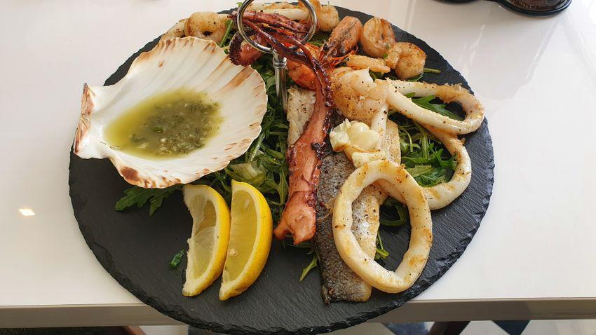 Mediterrán ihletésű tengeri ételek Arad szívében: Oliv étterem