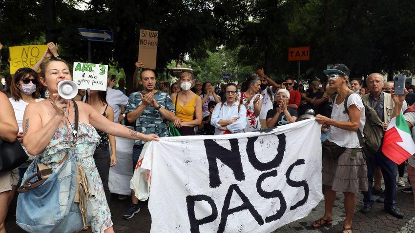 A védettségi igazolvány ellen tüntettek Olaszországban