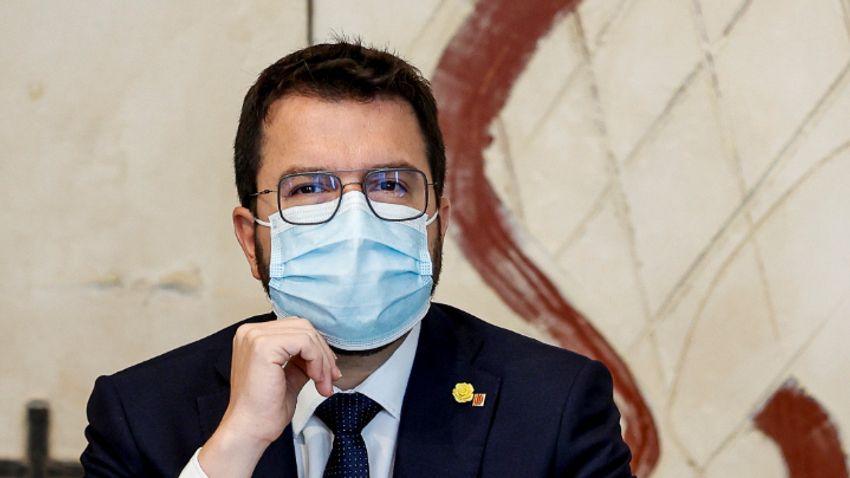 Lapozó: Egyre feszültebb a hangulat a spanyol és a katalán elnök között