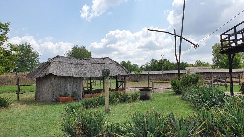 Mesebeli időtlen idill: Homoki Asztal a szegedi tanyavilágban