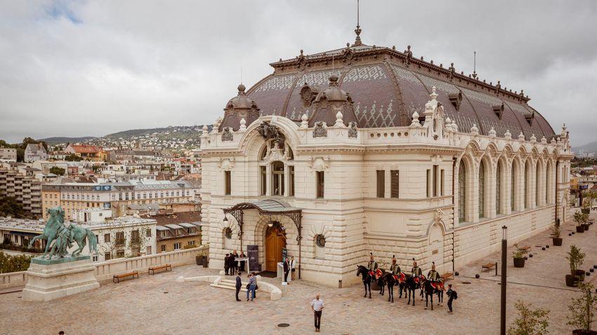 Átadták az újjáépült lovardát a Budavári Palotanegyedben