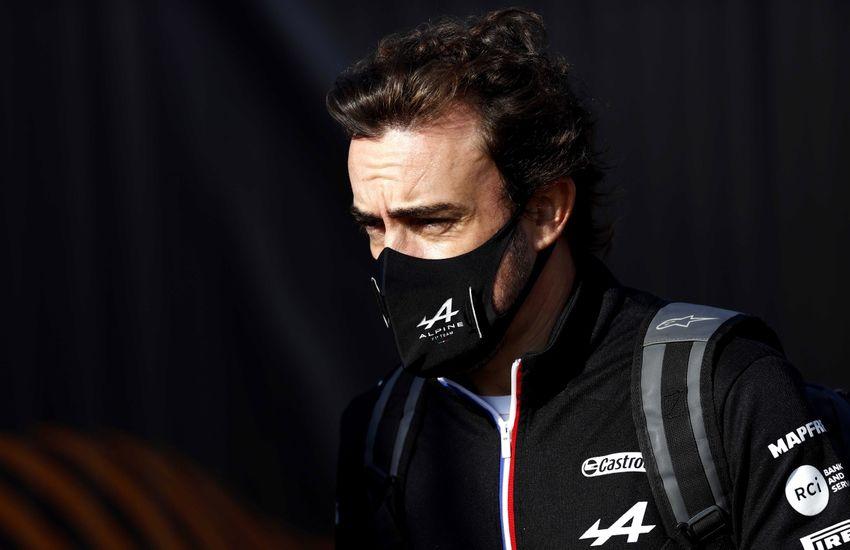 Alonso szerint Hamilton és Verstappen balesete nem volt vészes