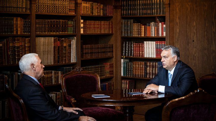 Orbán Viktor a demográfiai csúcs előadóival tárgyal