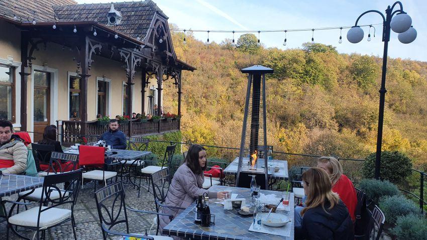 Arad környékének gasztronómiai gyöngyszeme a hajdani Ruthovszky-vadászházban