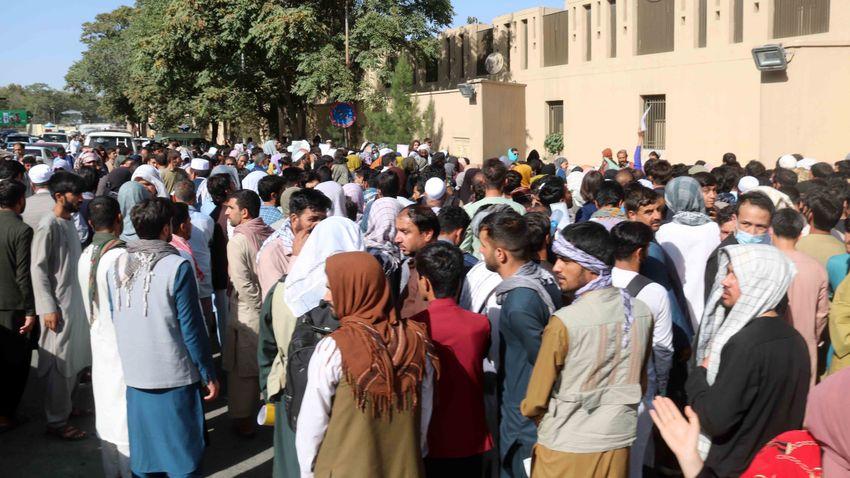 Szijjártó Péter: Újabb illegális migrációs hullámmal fenyeget az afganisztáni helyzet