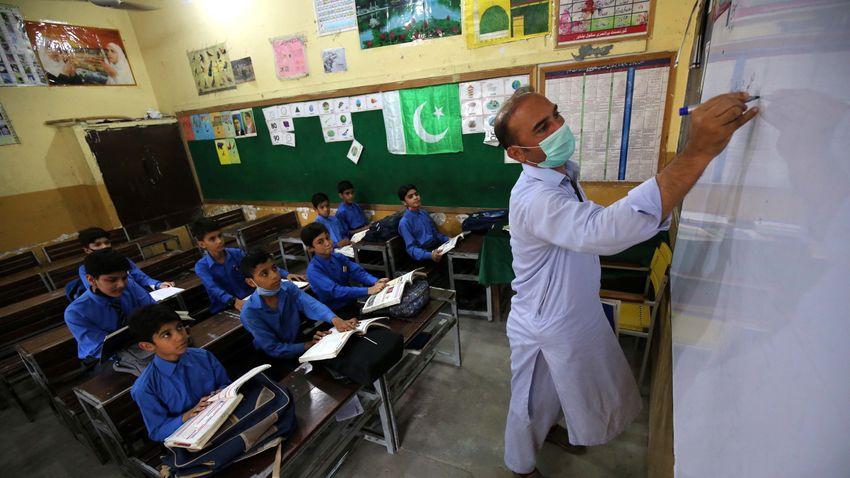 Az afgán határhoz közel robbantottak fel egy pakisztáni leányiskolát