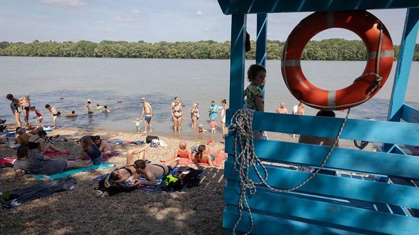 Ráengedhették a szennyvizet a strandolókra