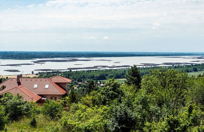 Átfogó megoldás szükséges a Velencei-tó megmentésére