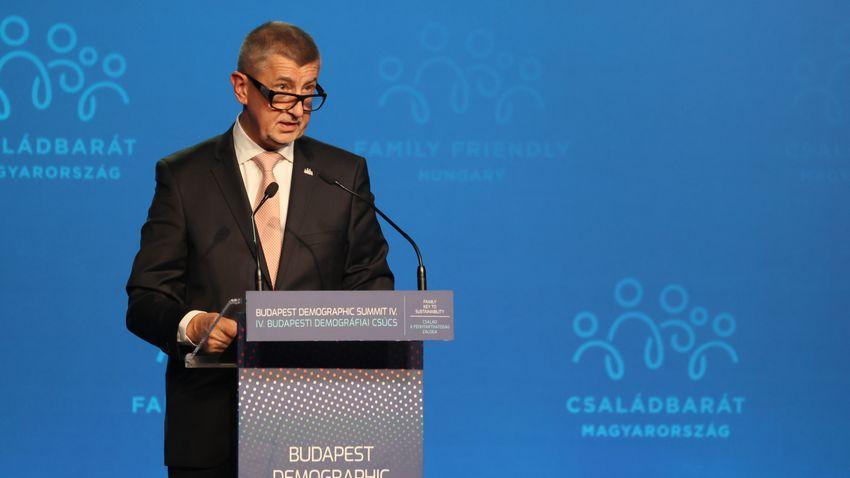 A magyar családtámogatási modellt tartja követendőnek Babiš