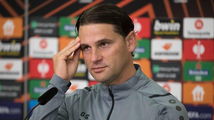 A Leverkusen edzője szerint nem kell felfújni a szurkolói dobálózást