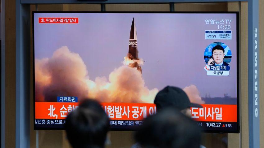 Észak-Korea rakétákat lőtt ki az ország keleti partjáról