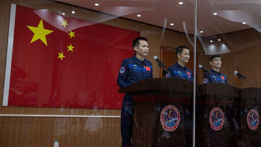 Visszatértek a kínai űrállomás előkészítésén dolgozó űrhajósok