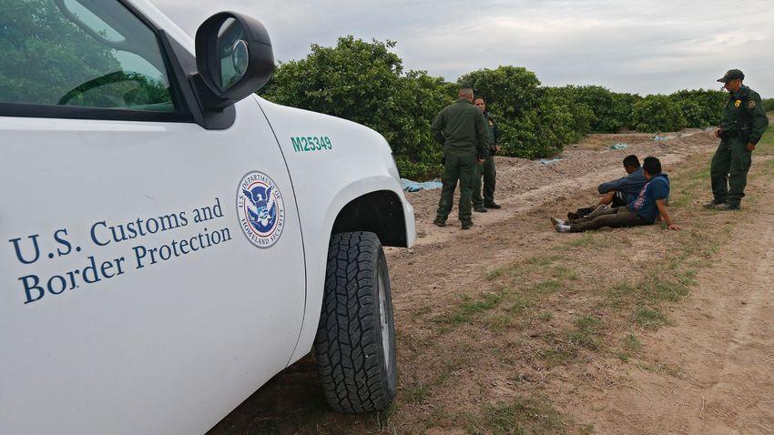 Lapozó: Negyvenhat amerikai államban osztják szét az Afganisztánból evakuált bevándorlókat