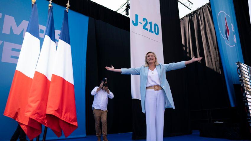 Marine Le Pen a népet kérdezné a migrációról
