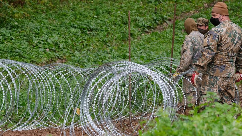 A lengyel szejm megszavazta a határkerítés megerősítését