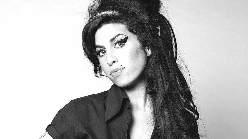 Elárverezik Amy Winehouse személyes tárgyait