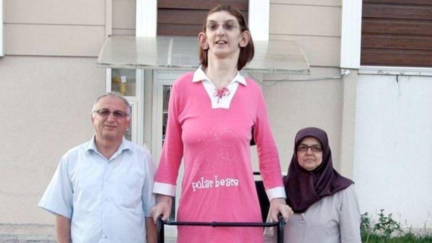 Több mint két méter a világ legmagasabb nője